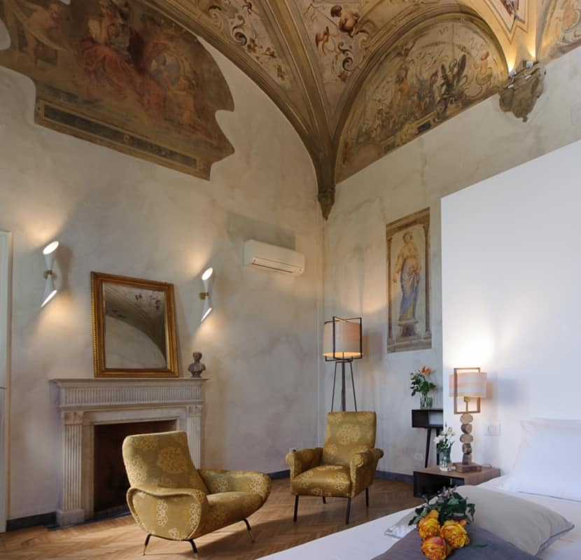Suite with frescoes and river view